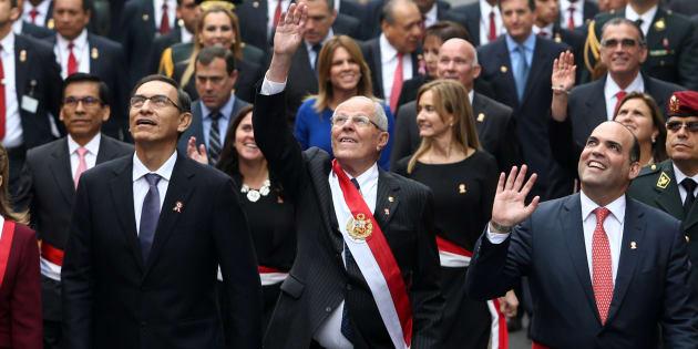 De izquierda a derecha, el vicepresidente Martin Vizcarra, el presidente Pedro Pablo Kuczynski y el ministro de Finanzas Fernando Zavala, durante la celebración del Día de la Independencia en Lima, Perú, el 28 de julio de 2017.
