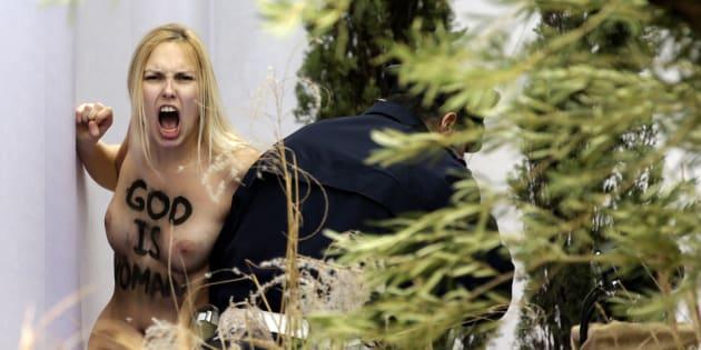 """Trois Femen représentant une """"Marie libre et moderne"""" s'introduisent au Vatican"""