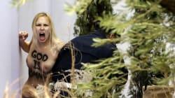 Trois Femen représentant une
