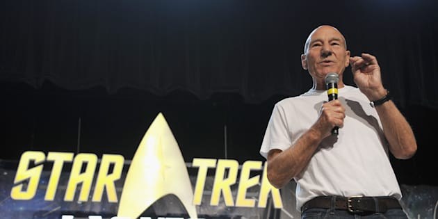 Patrick Stewart annonçant son retour en Jean-Luc Picard à Las Vegas lors d'une convention Star Trek le 4 août