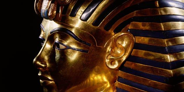 La mascara de Tutankamón es de los vestigios del faraón.