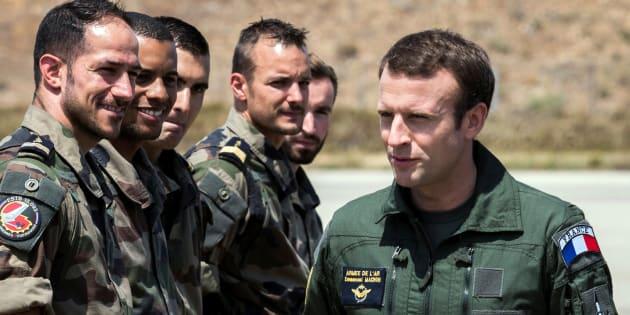 Emmanuel Macron lors d'une visite sur la base militaire d'Istres en juillet 2017.