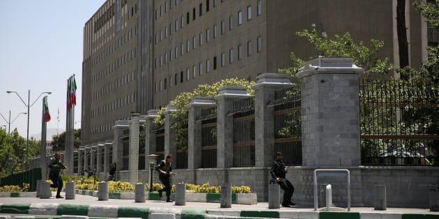 Le bâtiment du Parlement iranien à Téhéran durant les attaques le 7 juin 2017.