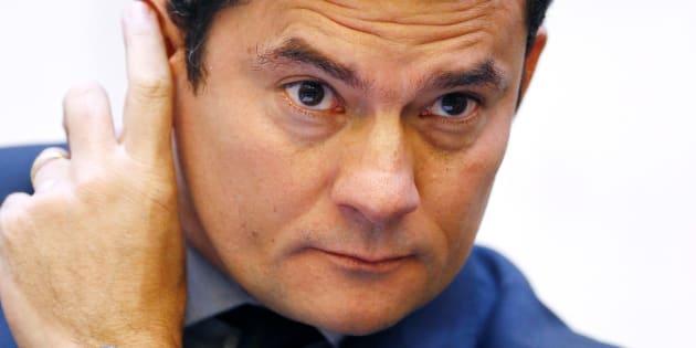 Decisão do juiz Sérgio Moro condenou o ex-presidente Lula a nove anos e seis meses de prisão.