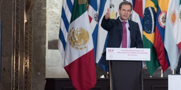 Esteban Moctezuma Barragán, secretario de Educación Pública, encabezó la presentación de los resultados de la Consulta Nacional por una Educación de Calidad con Equidad€, la cual servirá como pauta para la elaboración del Nuevo Acuerdo sobre la Educación.