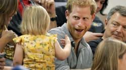 ヘンリー王子のポップコーンを盗み食い 可愛い女の子に王子の反応は?