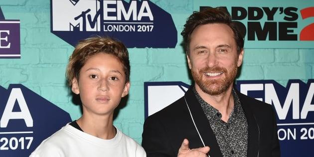 David Guetta et son fils Tim Elvis aux MTV EMAs 2017 au SSE Arena, de Wembley le 12 novembre 2017 à Londres.