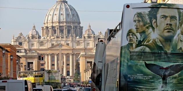 Autobus turistici in via della Conciliazione, Roma