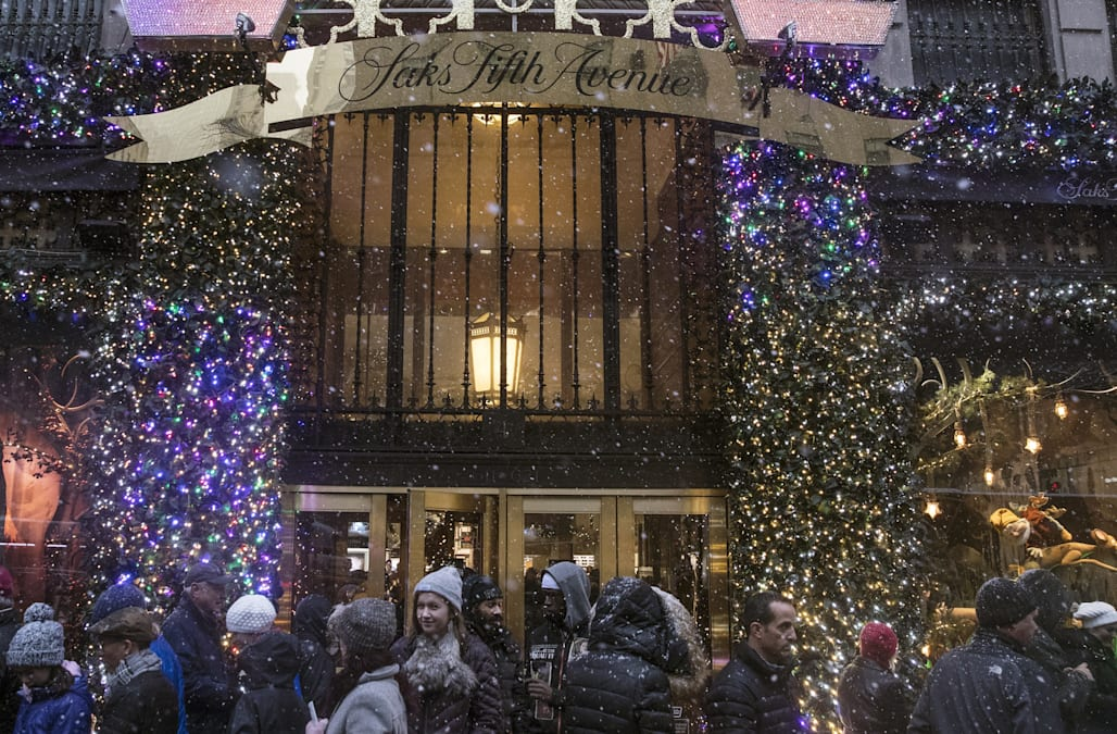 Watch Live Saks Fifth Avenue S 2018 Holiday Windows Theater Of Dreams