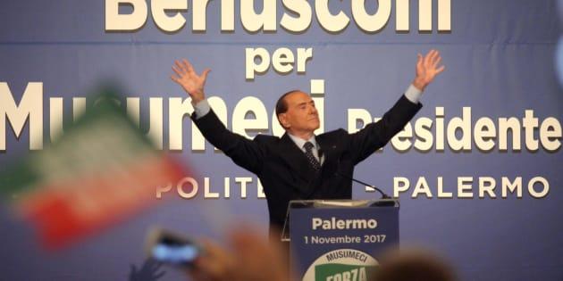 Silvio Berlusconi al Teatro Politeama di Palermo, 01 novembre 2017. ANSA/FRANCO LANNINO