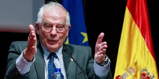 El ministro español de Exteriores y Cooperación, Josep Borrell, durante su conferencia en Bruselas.