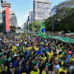 Protesto contra PT e pró-Bolsonaro teve pedido por voto em cédula e homenagem a