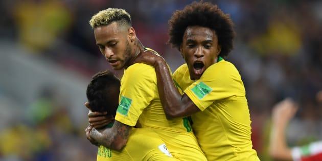 Seleção Brasileira venceu a Sérvia por 2 a 0 e garantiu primeira colocação do Grupo E. Suíça passou em segundo.