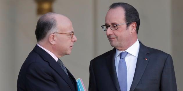 François Hollande et son premier ministre Bernard Cazeneuve voient tous deux leur cote de popularité se redresser en mars.