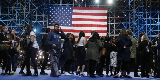 Un QG de campagne dans la nuit du 8 au 9 novembre 2016 aux États-Unis. REUTERS/Jim Bourg