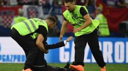 Pussy Riot se diz responsável pela invasão no campo na final da Copa do