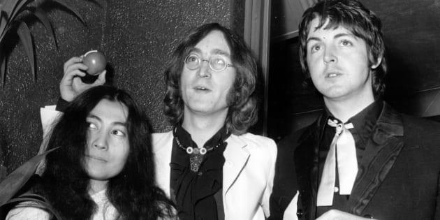 Yoko Ono, John Lennon et Paul McCartney à la première du film «Yellow Submarine», en 1968.