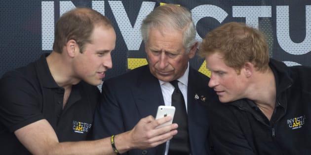 Comment la famille royale est devenue reine de Twitter et Facebook pour séduire la nouvelle génération.