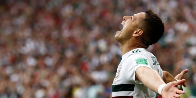 El delantero mexicano hace historia en la Selección Mexicana con su gol ante Corea del Sur. REUTERS/Damir Sagolj