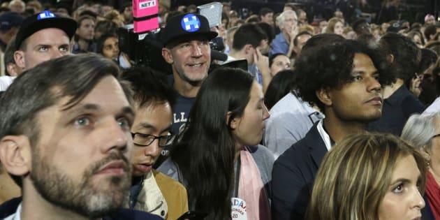 Des supporters d'Hillary Clinton attendent les résultats de l'élection présidentielle à New York, le 8 novembre 2016. (AP Photo/Frank Franklin II)