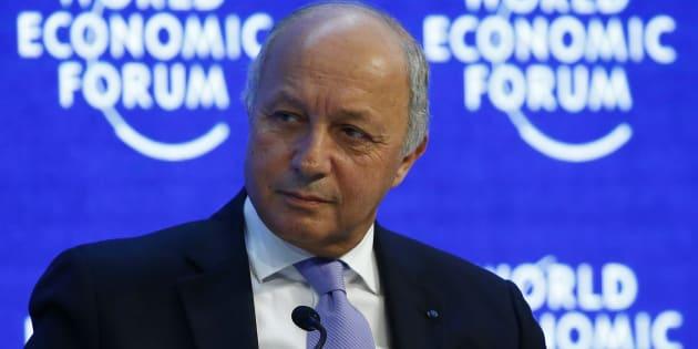 Laurent Fabius (ici à Davos en janvier 2016), ministre des Affaires étrangères pendant 4 ans, dit n'avoir jamais entendu parler de l'affaire Lafarge en Syrie.