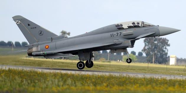 """Un avion de chasse espagnol tire """"accidentellement"""" un missile en Estonie."""