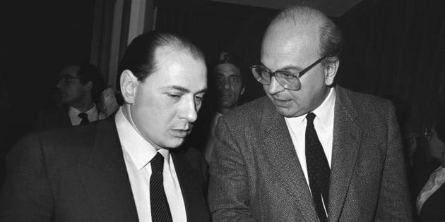 Bettino Craxi e Silvio Berlusconi a un convengo su tv e informazione, 1985