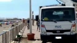 Per illuminare il litorale di Ostia il Campidoglio installa i pali nei vasi da
