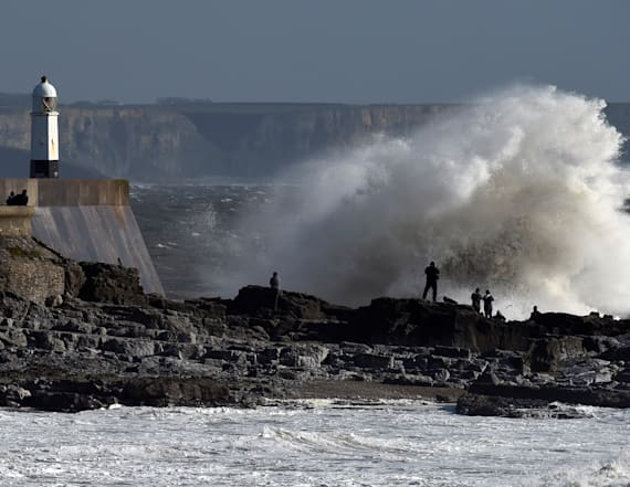 3 dead as Storm Ophelia batters Ireland