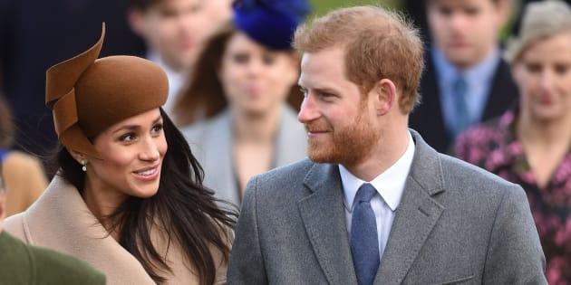 Meghan Markle e Príncipe Harry pela primeira vez na missa de Natal da família real.