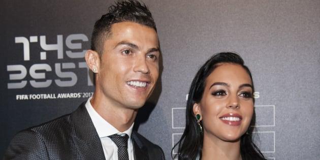 El futbolista Cristiano Ronaldo y su pareja, Georgina Rodríguez, en los premios FIFA 2017 en Londres el 23 de octubre de 2017.