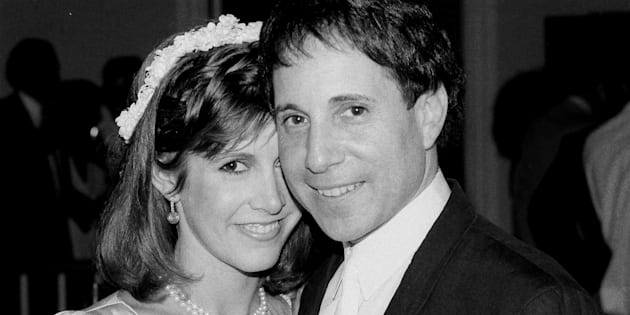 Carrie Fisher and Paul Simon pose together in 1983.