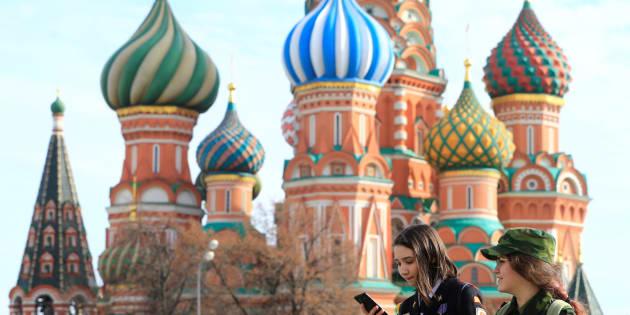 près une ère de prospérité relative attribuable en grande partie au cours élevé du Brent, le PNB russe passa de 2,2 billions en 2013 à 1,29 billions en 2017 en raison de la chute du prix de pétrole.