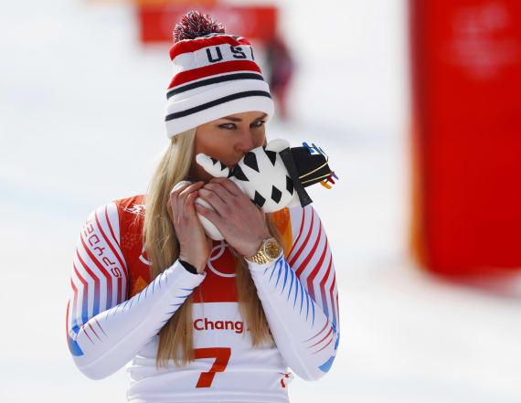 Lindsey Vonn breaks down after winning bronze