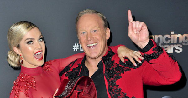 President Trump tells 'Dancing with the Stars' viewers to vote for Sean Spicer