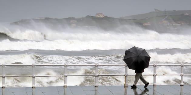 Un maire interdit à la pluie de tomber — Vendée