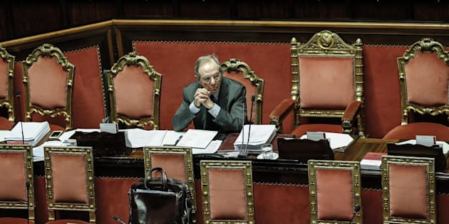 Il ministro dell'Economia Pier Carlo Padoan nell'aula del Senato durante l'esame di aggiornamento al DEF, Roma, 4 ottobre 2017.  ANSA/GIUSEPPE LAMI