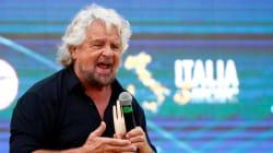 Beppe Grillo arriva a Roma con la maschera di se