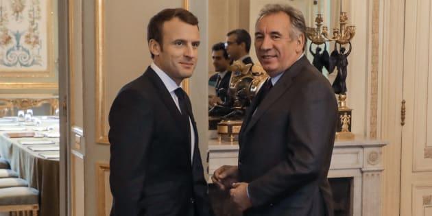 François Bayrou pousse Emmanuel Macron à recourir au référendum pour faire passer la réforme de la Constitution qu'il a lancée en début de mandat.