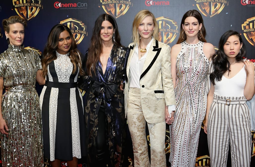 Ocean S 8 Cast Makes Red Carpet Debut Together Sandra Cate Mindy Anne And More Aol Entertainment