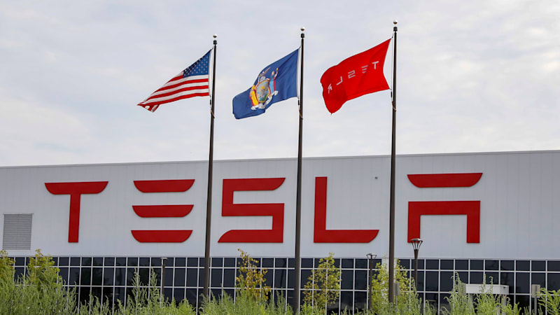 photo image Tesla shares fall 5 percent on Wall Street skepticism, SEC probe reports