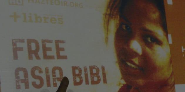 Photo d'archives d'une affiche avec la photo d'Asia Bibi.