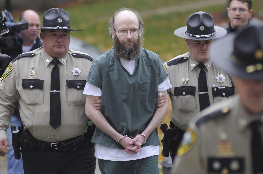 Chris Knight scortato in Tribunale (PhotoAndy Molloy / Portland Press Herald tramite Getty Images)