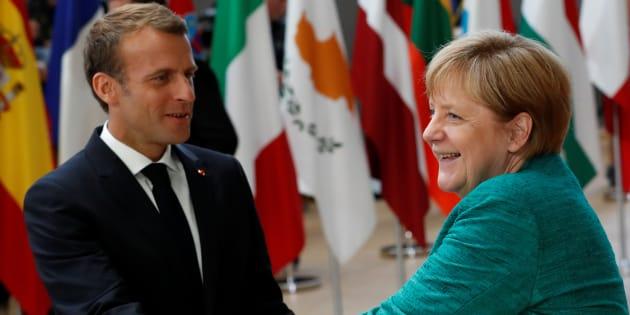 """Migrants: L'UE parvient finalement à un accord, Macron salue """"la coopération européenne""""."""