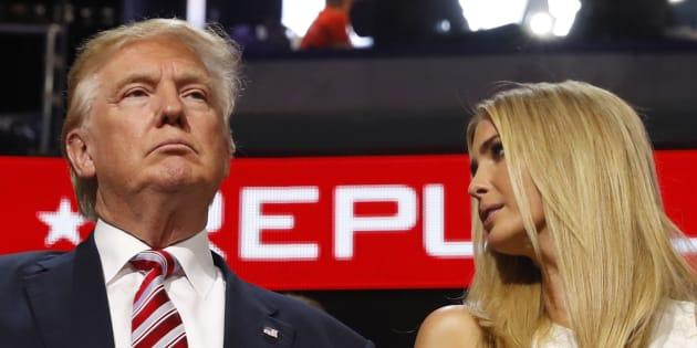 "Trump s'en prend à un grand magasin qui a pris la décision ""inacceptable"" d'abandonner la marque de sa fille Ivanka"