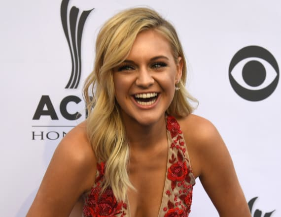 Kelsea Ballerini shares awesome throwback pic