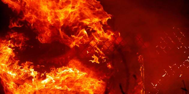 Nueve personas murieron quemadas cuando el fuego más destructivo de California, en al menos un siglo, envolvió a la ciudad de Paradise, mientras que las celebridades huyeron de los incendios en el sur del estado.