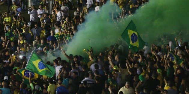 Brasileiros querem candidato que acredite em Deus e seja honesto, revela pesquisa CNI/Ibope.