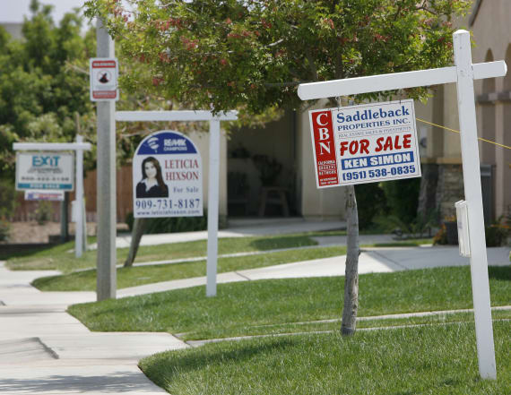 US home refinancing falls to lowest since 2000