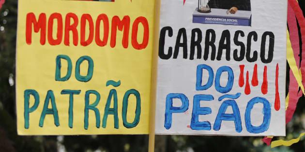 Protesto em Curitiba em março contra mudanças para trabalhadores.